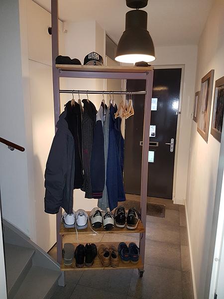 Plaatsbesparende draaibare garderobe